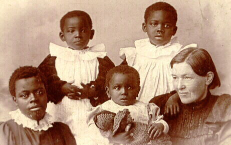 Mary-slessor-and-adopted-children.jpg